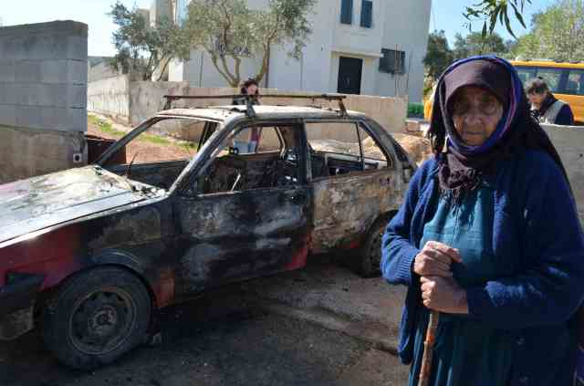 Photo: Cars torched in Qusra