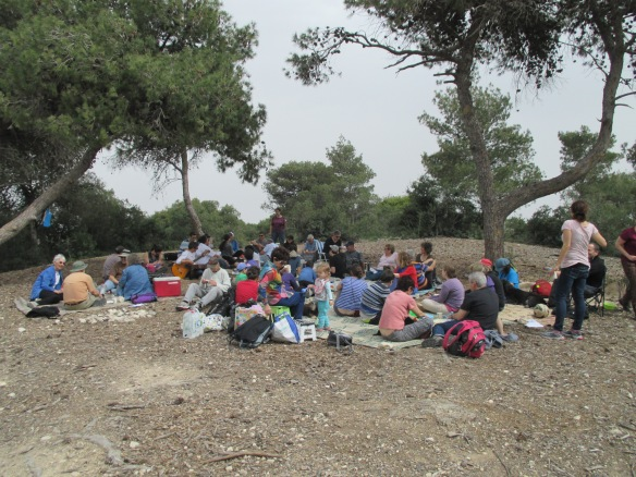 EAs and Israeli families enjoy a picnic together, as part of the Haifa initiative. March 2014. Photo EAPPI/K. Hodgson.