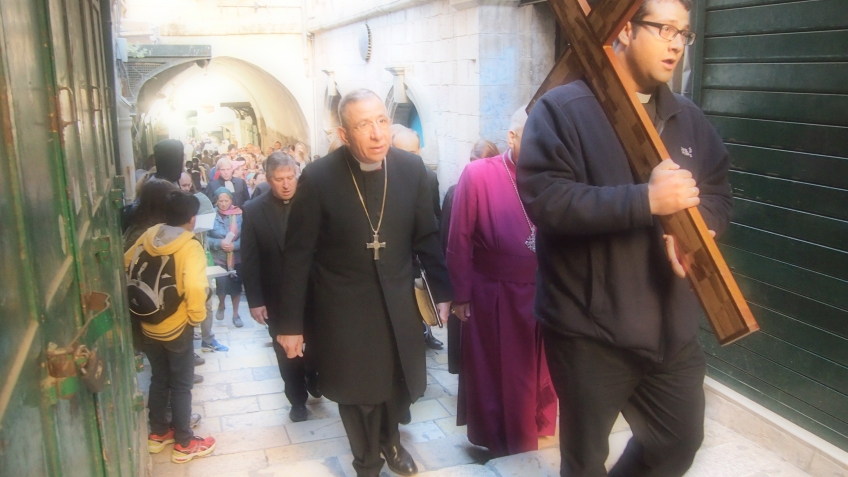 The Anglican and Lutheran churches processed through Via Dolorosa in the morning on Good Friday. Photo EAPPI/J. Valkama.