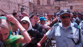 Israeli police set up barriers and kept pilgrims and local Christians from reaching the Holy Sepulchre on Holy Saturday. Photo EAPPI/J. Valkama.