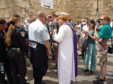 A local priests discusses with Israeli police, trying to gain access to the Old City of Jerusalem on Holy Saturday. Photo EAPPI/ S. Sych.