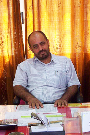 Mohammad Ed'ass, English teacher at Imneizil school. Photo EAPPI/E. Maga-Cabillas.