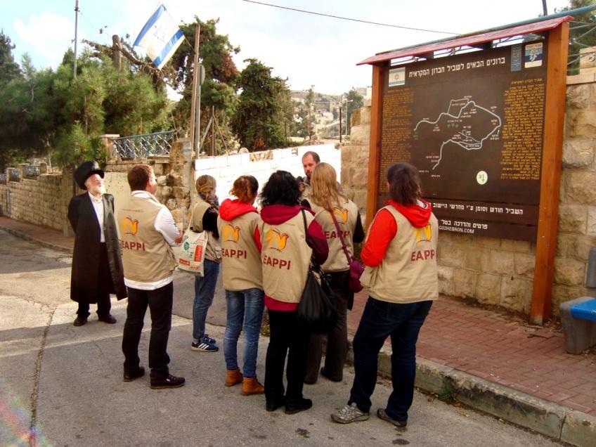 D.Peschel - EA's by a map of the 'Biblical Park' - Hebron - 041114