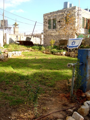 D.Peschel - 'Garden' on Shuhada Street - israeli urban management - Hebron - 281214
