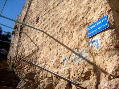 D.Peschel - New street naming and the israeli tourist path climbing up Tel Rumeida hill - Hebron - 281214