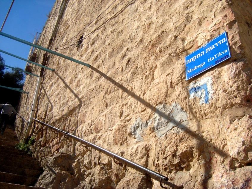 D.Peschel - New street naming and the israeli tourist path climbing up Tel Rumeida hill - Hebron - 281214