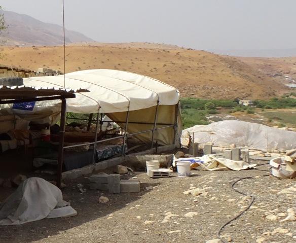 12.10.15. Jordan Valley, Humsa. Families emergency shelter after demolition. EAPPI /J. Fleischli