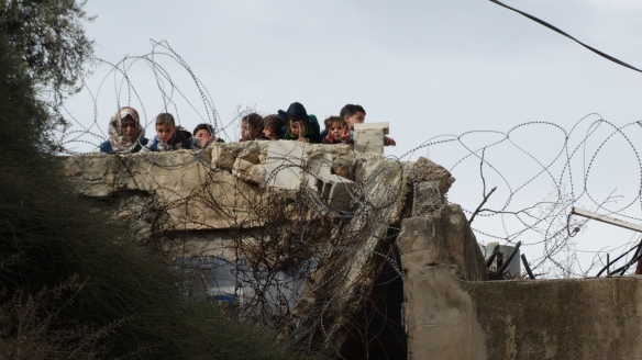 17.11.15_Hebron_Children waiving from rooftop by Cordoba shcool_EAPPI_Hannah Grifiths