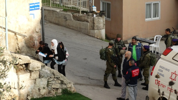 19.11.15_Hebron_Children passing soldiers CP55 below Cordoba school_EAPPI_Hannah Griffiths
