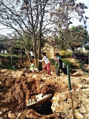 21.12.15. Sheikh Jarrah, Children playing on demolition site. Photo EAPPI/M. Carvalho
