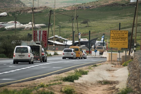 03.03.16. Jordan Valley, Al Hamra Checkpoint - Photo EAPPI/G. Soares