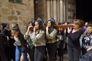 18. Jerusalemite women carrying the cross out of The Church of the Holy Sepulchre. Photo EAPPI/ G. Soares.