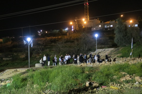 19.0.16, Hebron, Settler gathering again on Jabari land after tent being demolished. Photo EAPPI/A. Kaiser