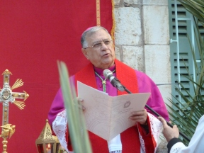 8. The Patriarch of the Latin Catholic Church of Jerusalem leads the closing address after the Palm Sunday procession. Photo EAPPI / C. Merer.