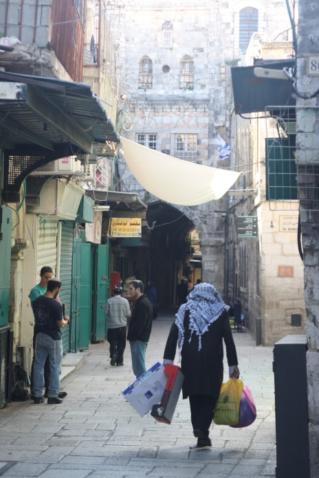 04.03.16, East Jerusalem, Old City, Settlers chat, Photo EAPPI/K. R. Aasen
