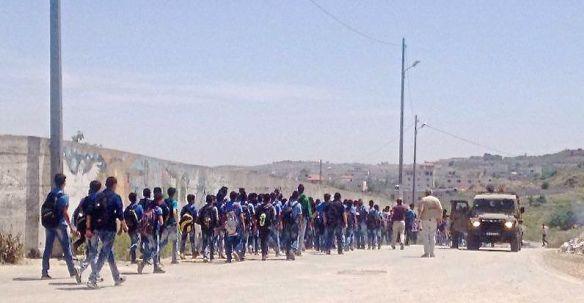 25.04.16 Military harassament at Al Khader Schools EAPPI/I. Neiva