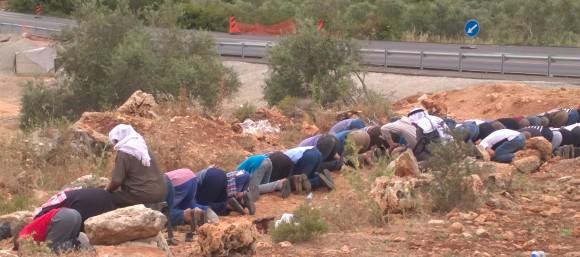 13.5.16. Prayers beside road 55. EAPPI/J. Partanen