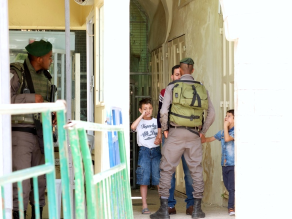 27.05.16 Hebron H2-Soldier Blocks Man-and Children CP-Ibrahimi Mosque-Photo EAPPI/Emily