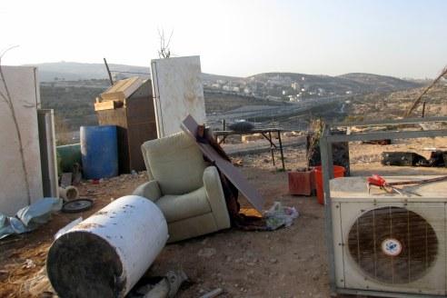 25.10.16, Beit Hanina, furniture outside demolished house, Photo EAPPI, Agustina G.