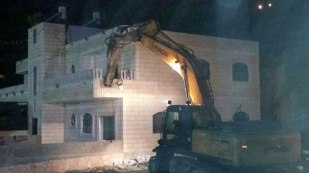 26.10.16, Silwan, bulldozer starting to demolish a house, Mohammad Jaafra.