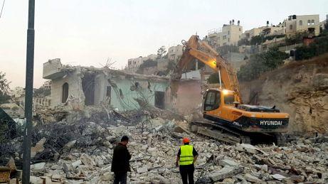 26.10.16, Silwan, bulldozers demolishing a house, Mohammad Jaafra.